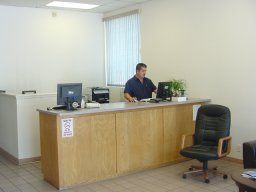 Lee's Automotive Customer Service Desk